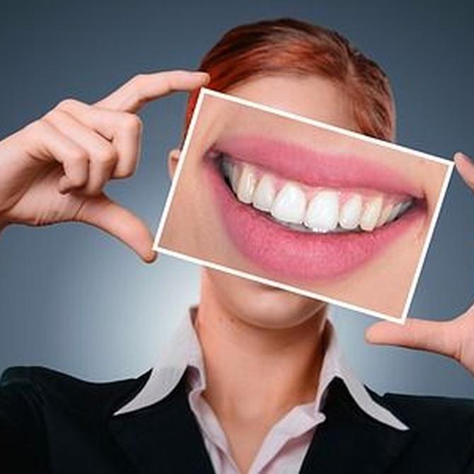Uso de la seda dental en implantes